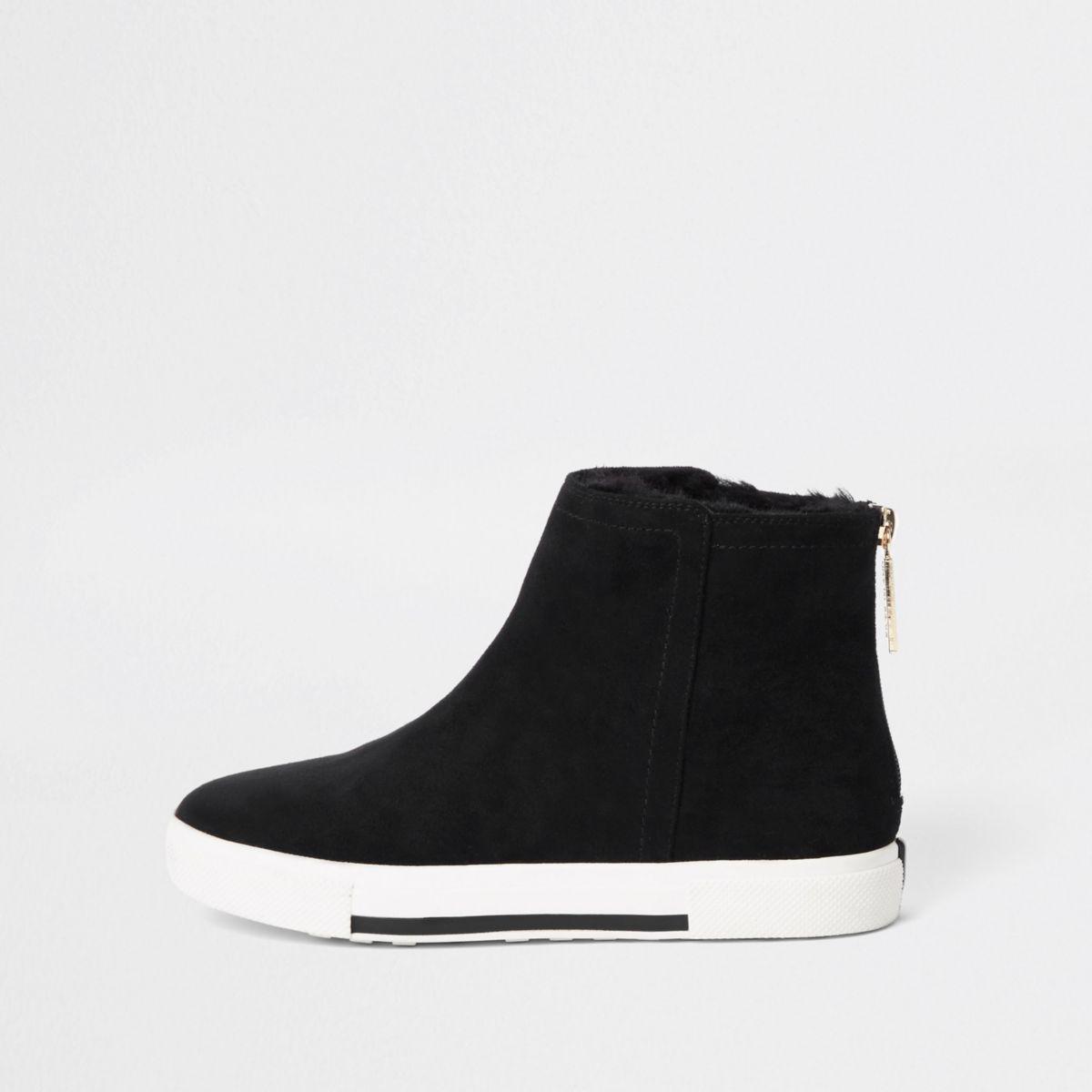 Zwarte laarzen met voering van imitatiebont en brede pasvorm
