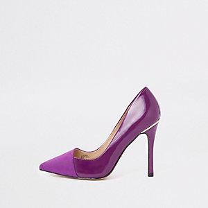 Escarpins violets coupe large avec rabat sur le devant