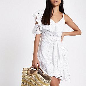 Petite – Weißes Kleid mit Schulterausschnitten