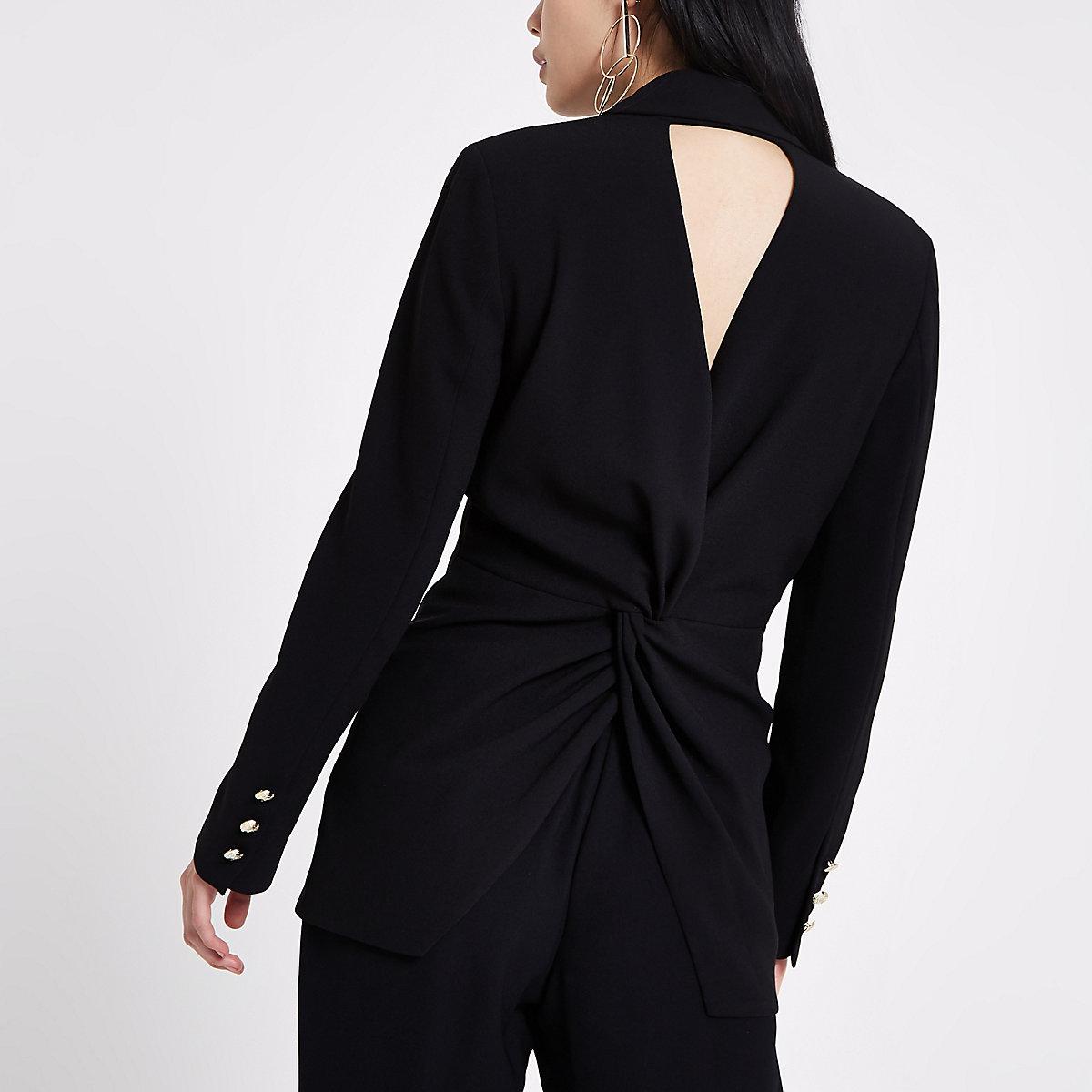 Zwarte aansluitende blazer met gedraaide achterzijde