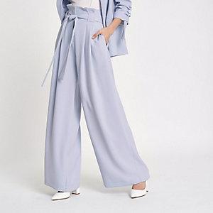Pantalon large bleu à taille haute ceinturée