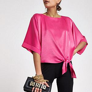 T-shirt en satin rose noué sur les côtés