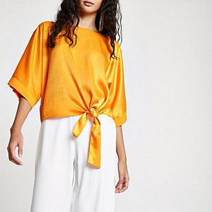 Oranje satijnen T-shirt met knoop opzij
