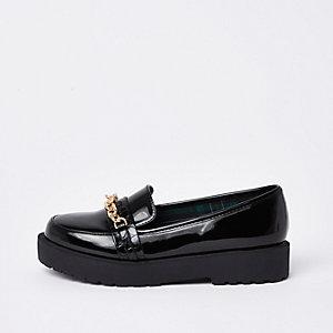 Zwarte loafers met grote schakels en brede pasvorm