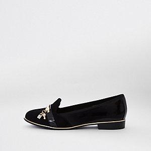 Zwarte loafers met wijde pasvorm en slot en sleutel