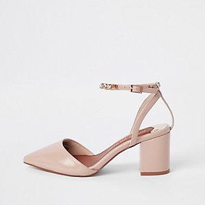 Sandales roses à talon carré avec bride à strass coupe large