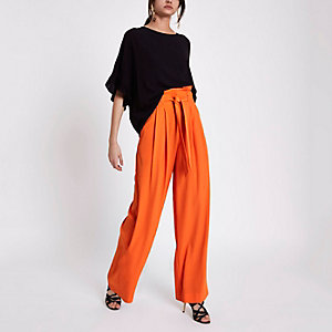 Pantalon large orange avec taille haute ceinturée