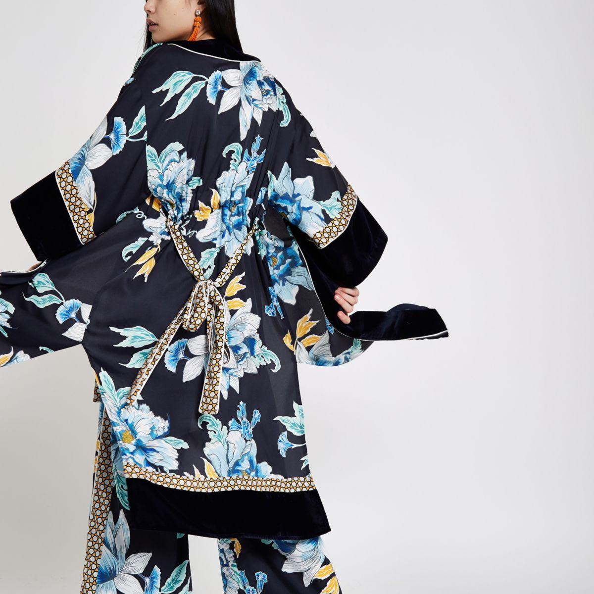 Marineblauwe satijnen kimono met bloemenprint