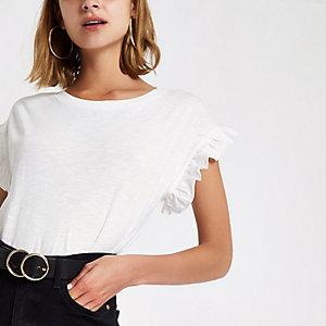 Wit T-shirt met ronde hals en ruches aan de mouwen