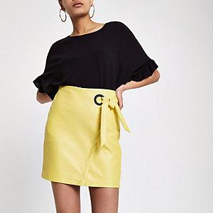 Mini-jupe portefeuille jaune à œillets et liens