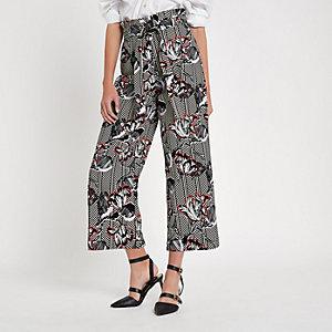 Jupe-culotte à fleurs et chevrons noire