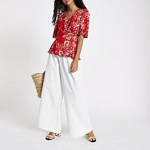Rote, geblümte Bluse mit Kimonoärmeln
