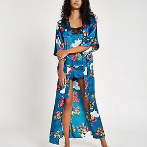 Blauwe kimono met ketting en bloemenprint