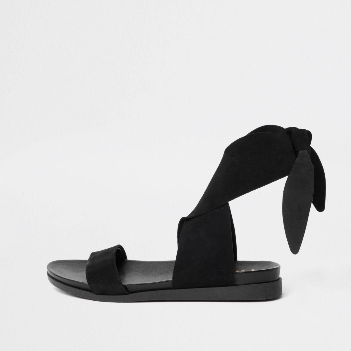 Zwarte suède sandalen met vetersluiting