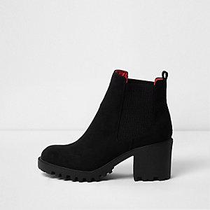 Zwarte stevige imitatiesuède laarzen met brede pasvorm