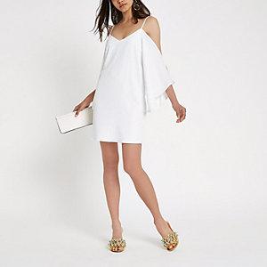 Robe trapèze crème à bretelles fines et épaules dénudées