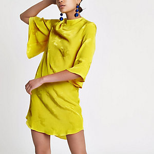 Gelbes, hochgeschlossenes Swing-Kleid aus Jacquard