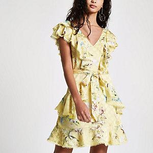 Gele gebloemde jurk met ruches en strikceintuur