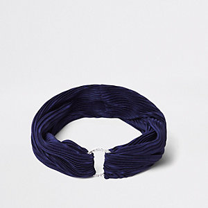 Marineblaues Haarband mit Falten