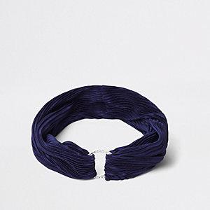 Marineblauwe geplooide hoofdband met cirkel bezet met diamantjes