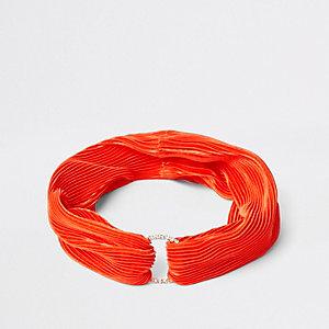 Bandeau plissé orange à anneau pavé de strass