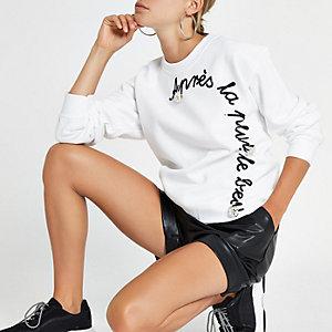 """Weißes Sweatshirt """"apres la"""" mit Brosche"""