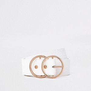 Witte riem met dubbele ring en krokodillenprint in reliëf