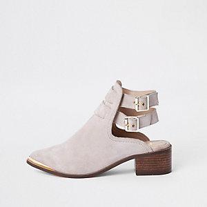 Crème suède schoenlaarsjes met twee gespen