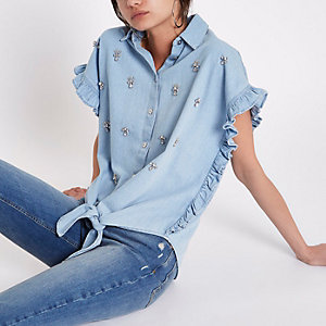 Chemise en denim bleu clair ornée nouée devant