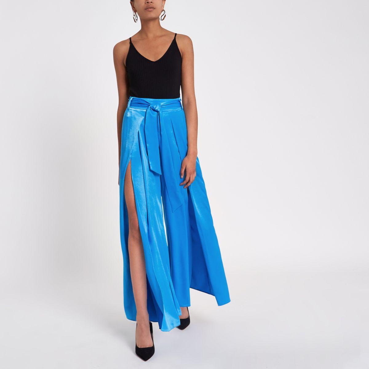 Blauwe broek met wijde pijpen en split