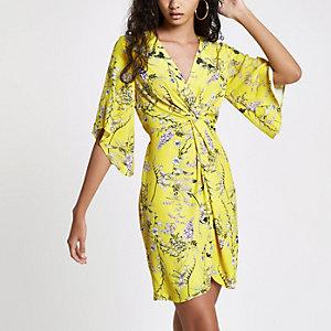 Gele mini-jurk met gedraaide voorkant en bloemenprint