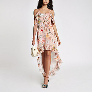 Robe longue et asymétrique rose clair à fleurs et volants