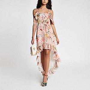 Lichtroze maxi-jurk met bloemenprint, ruches en ongelijke zoom