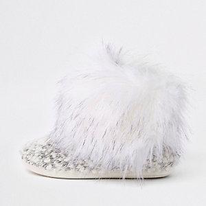 Crème gebreide pantofellaarzen met rand van imitatiebont