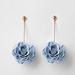 Blaue Hängeohrringe mit 3D-Blume