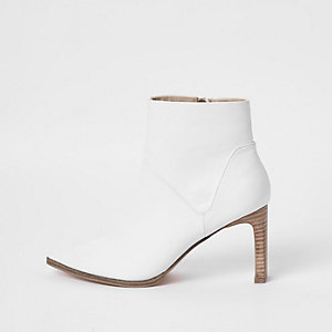 White pointed slim square heel boots