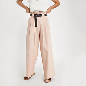 RI Petite - Roze broek met ceintuur en wijde pijpen