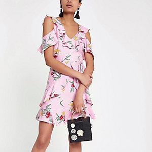 Roze schouderloze jurk met bloemenprint en ruches
