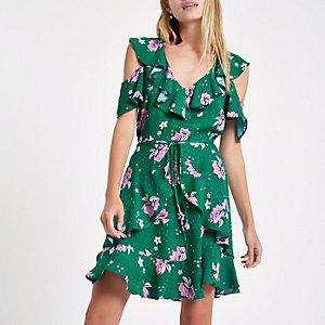 Mini-robe à fleurs verte avec épaules dénudées