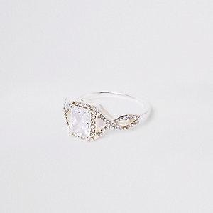 Witte ring met vierkante cubic zirconia steen