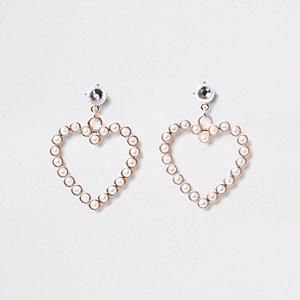 Boucles d'oreilles dorées en forme de cœur ornées de perles