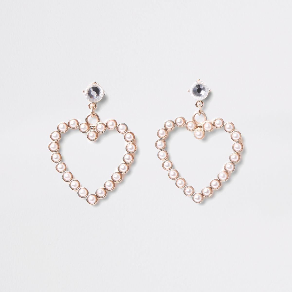 Goudkleurige hartvorminge oorknopjes met imitatieparels