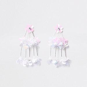 Weiße Hängeohrringe mit Pailletten und Blumen