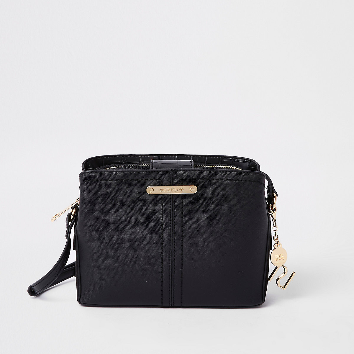 Schwarze, offene Tasche mit drei Fächern