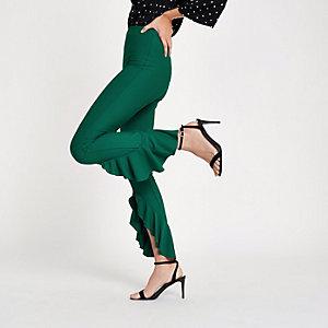 Pantalon vert foncé avec ourlet volanté