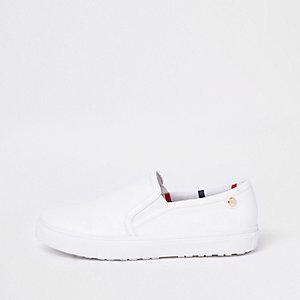 Weiße Plimsolls