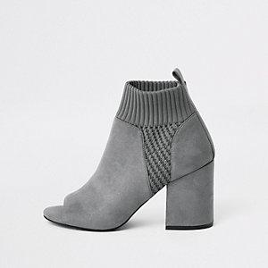 Grijze gebreide schoenlaarsjes met blokhak