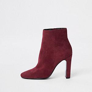 Rote Stiefeletten mit rechteckiger Zehenpartie