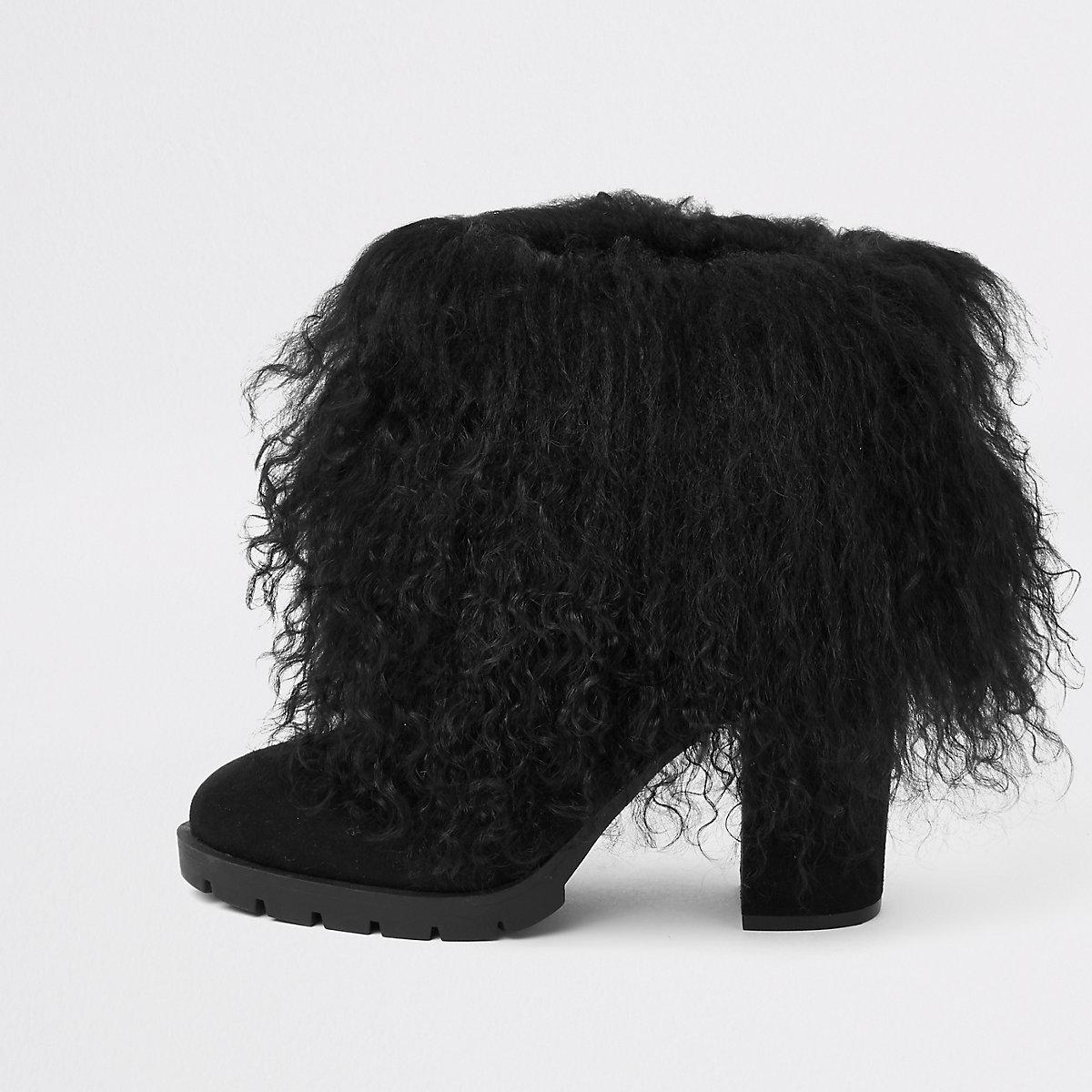 Zwarte laarzen met Mongools bonten rand en blokhakken