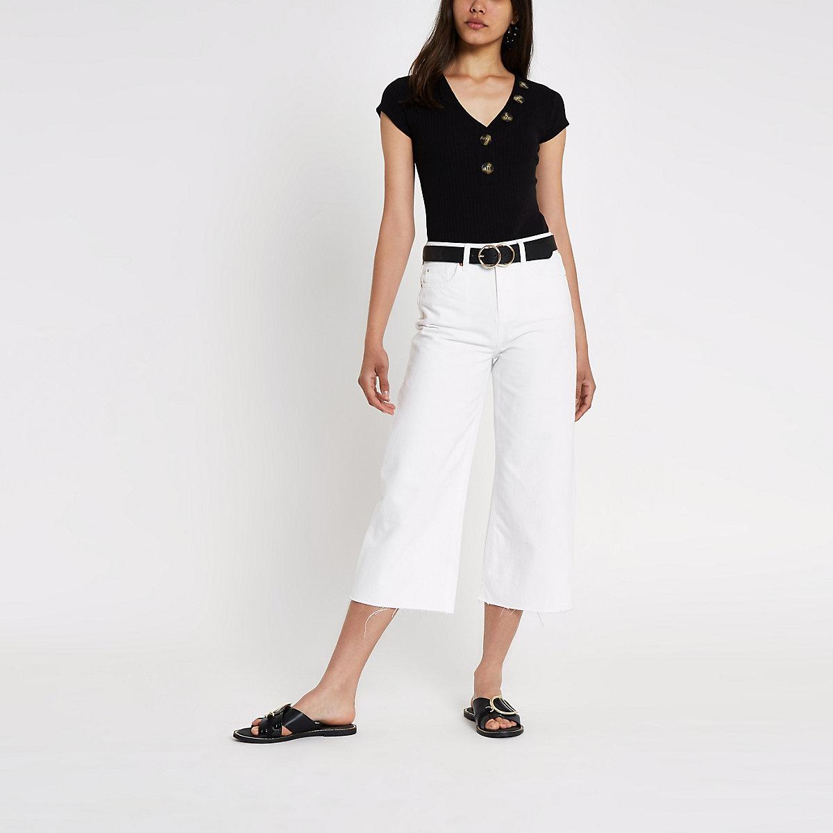 Zwarte geribbelde bodysuit met knopen en V-hals
